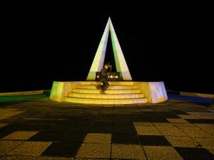 宗谷の碑前で記念撮影