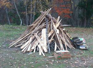 廃材のキャンプファイヤー