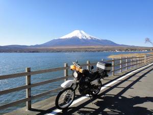 山中湖北岸より富士山