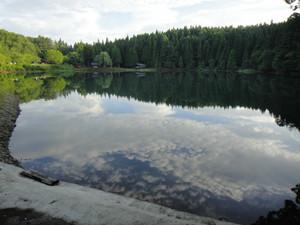 湖の南西側より、宴会場方面へ