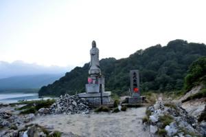 永代無縁碑、平和観音