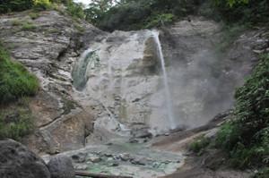 川原毛大湯滝遠景