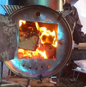 薪ストーブに火入れ