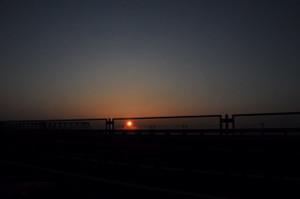 つくばエクスプレス鉄橋越しの朝日