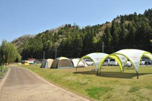 ファミリーキャンパーのテントが増えてきた