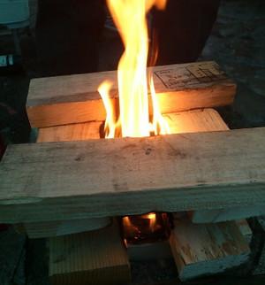 寒いので焚火