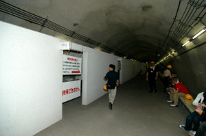 作業抗:吉岡海底駅避難所